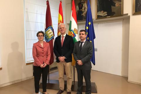 El Ayuntamiento de Logroño sella un acuerdo con los profesionales de las telecomunicaciones para potenciar el desarrollo tecnológico y económico de la ciudad